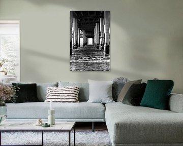 Foto onder de pier van Scheveningen. van Therese Brals