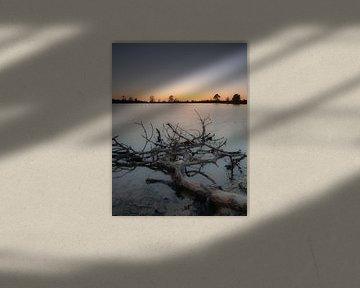 Bobine de limite de coucher de soleil près des eaux Province de Drenthe/Friesland sur Richard Lubbers