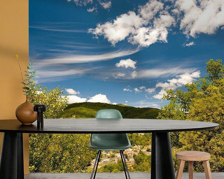 Sfeerimpressie behang: Frans bergdorpje van Wim Slootweg