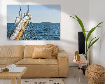 Altes Schiff nähert sich einer Insel von Lars-Olof Nilsson