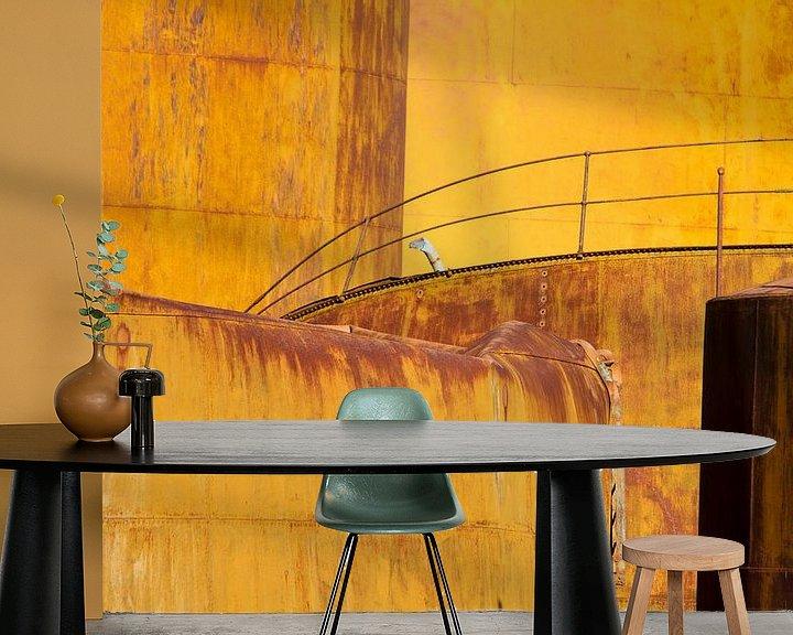 Sfeerimpressie behang: Oude olietanks van Angelika Stern