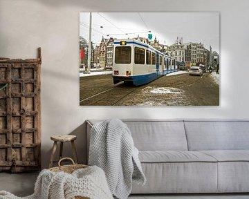 Straßenbahnfahrten durch das verschneite Amsterdam in den Niederlanden von Nisangha Masselink