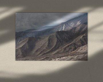 Bruin rotsachtig gebergte in de Himalaya | Nepal van Photolovers reisfotografie