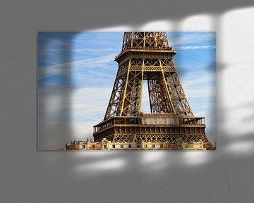 Eiffeltoren middenstuk in zonlicht van Dennis van de Water