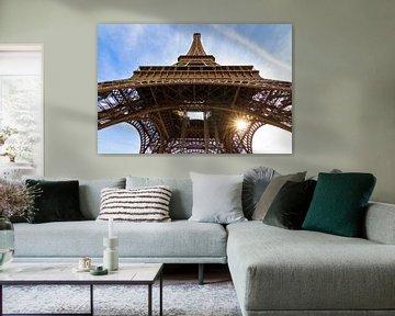 Eiffeltoren zon vanaf onder van Dennis van de Water
