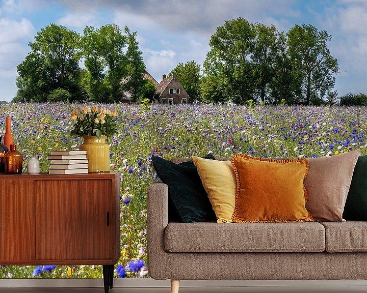 Sfeerimpressie behang: Bloemenweide van Jim van Iterson