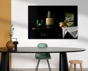 Bild eines Stillebens mit grünem Retro-Zeug. von Therese Brals