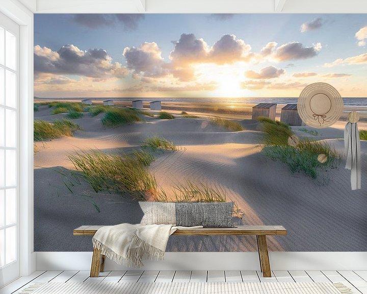 Sfeerimpressie behang: Rise (duinen Oostkapelle) van Thom Brouwer