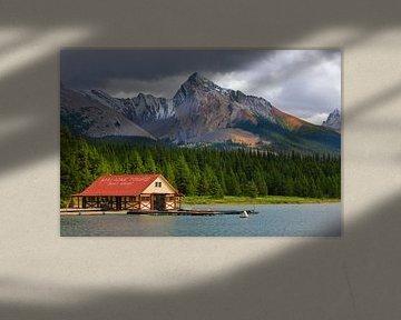 Botenhuis in Maligne Lake, Jasper NP, Alberta, Canada
