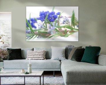Zarte blau töne des Frühjahrs aus Blüten und Blättern von Tanja Riedel