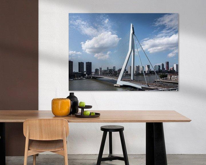 Sfeerimpressie: Erasmusbrug en skyline van Rotterdam van Jim van Iterson