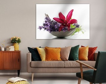 Lavendel en Lelies Bloemen als Stilleven van Tanja Riedel