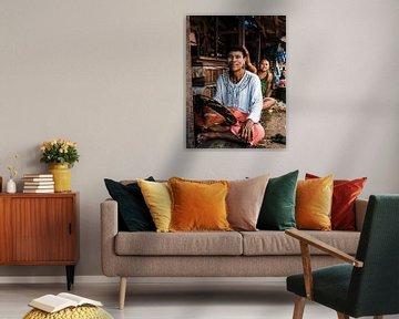Portret van Birmese jongen op een markt bij Yangon (Rangoon), Myanmar (Birma) van Michiel Dros