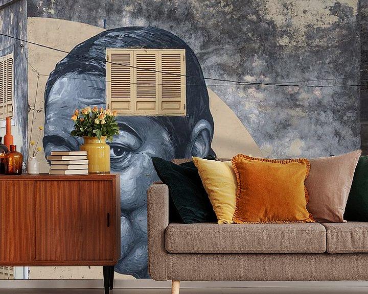 Sfeerimpressie behang: Muurschildering van Cesária Évora van Jeroen Kleiberg