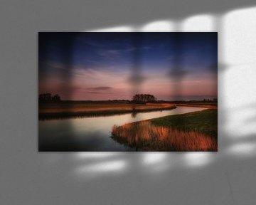 Hollands landschap bij zonsondergang. van Jos Reimering