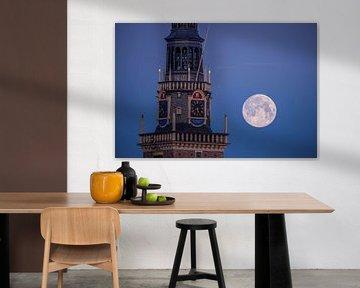 Waagtoren Alkmaar met de Maan