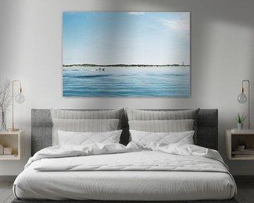 Reisfotografie - Blauwe lucht, blauwe zee - Varen in Cape Cod, Massachusetts, VS van Eleana Tollenaar
