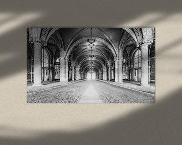Tunnel sous le Rijksmuseum d'Amsterdam en noir et blanc sur Sjoerd van der Wal