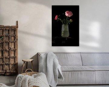 Bild einer Vase mit Pfingstrosen. von Therese Brals