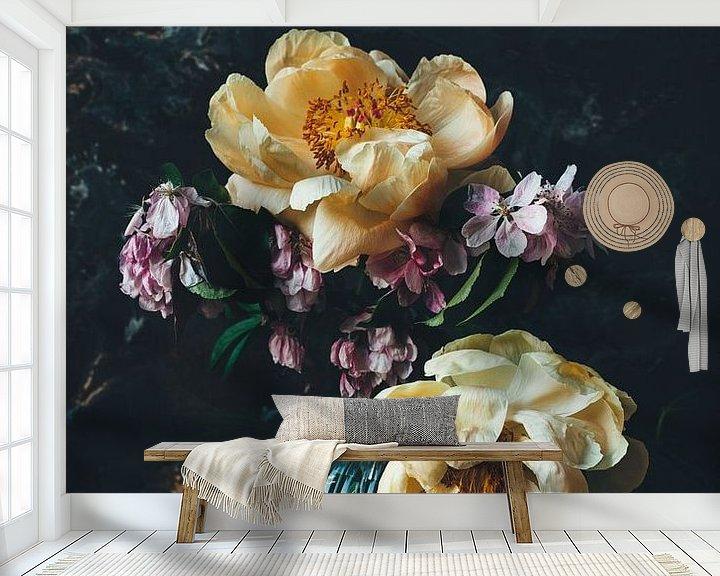 Beispiel fototapete: Stilleben mit Pfingstrosen und Blüten von From My Eyes