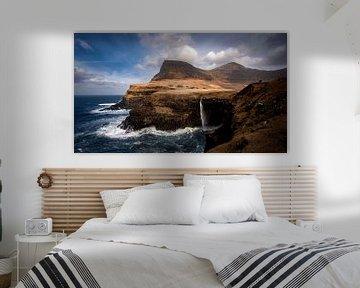 De Múlafossur waterval, Faeröer Eilanden van Michael Fousert