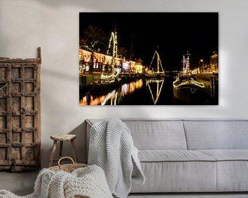 Kersttijd in Dokkum, Friesland. Boten met lichtjes van Maria-Maaike Dijkstra
