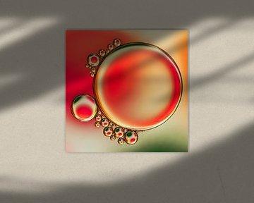 Druppels olie op water van Carola Schellekens