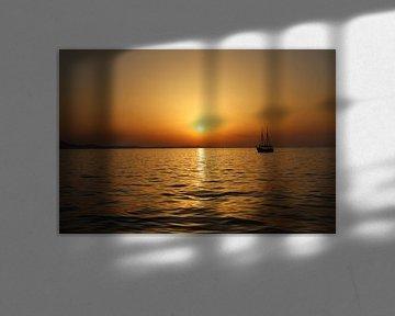 Sonnenuntergang am Meer mit Blick in die Ferne von Evelien van der Horst