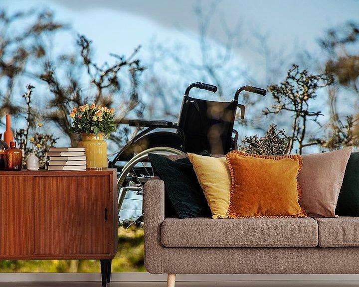 Sfeerimpressie behang: Rolstoel in de natuur van Brian Morgan