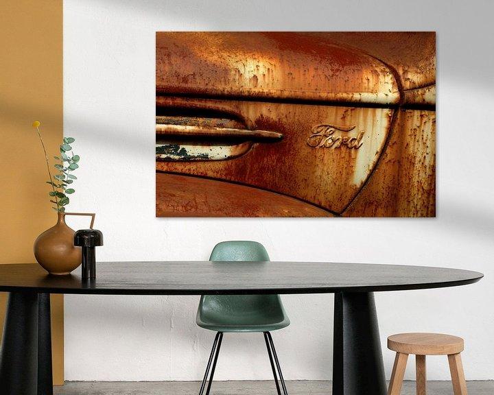 Sfeerimpressie: Detail van roestige oude Ford van Alice Berkien-van Mil