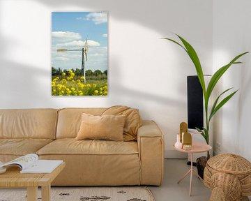 Windmolentje in Weiland met Gele Bloemen van Tony Buijse