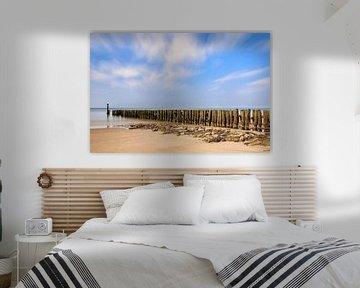 Paalhoofden op het Zeeuwse strand van Natascha Velzel