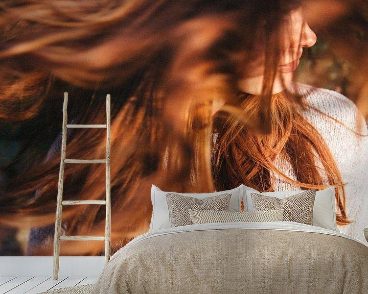 Sfeerimpressie behang: zwevend haar van YesItsRobin
