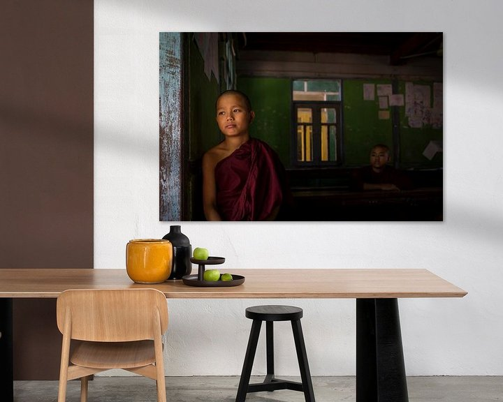 Sfeerimpressie: monnik in een klaslokaal van Antwan Janssen