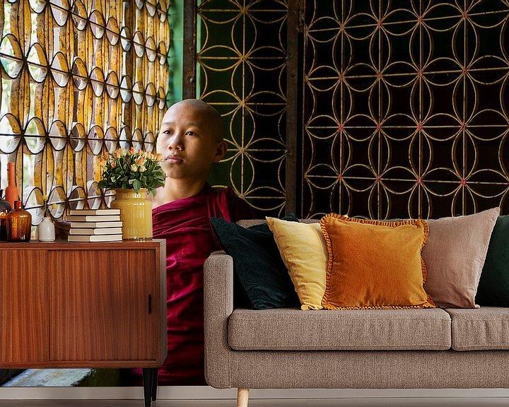 Sfeerimpressie behang: monnik in een klooster van Antwan Janssen