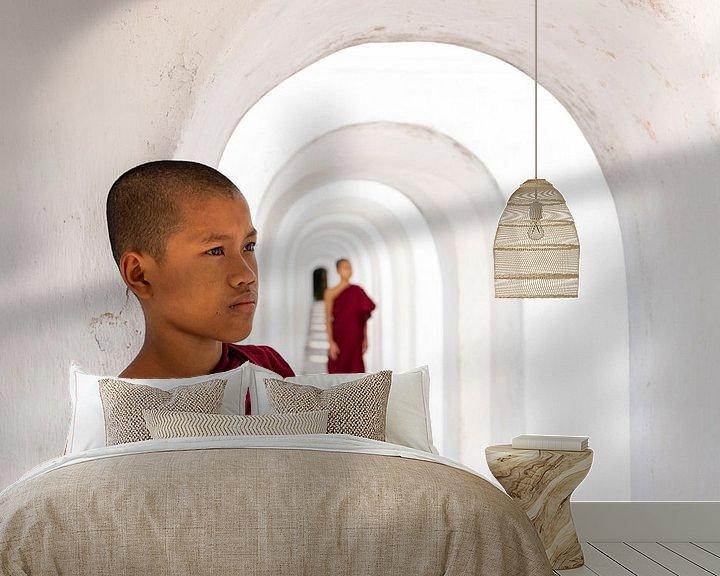 Sfeerimpressie behang: monniken van Antwan Janssen