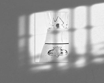 Foto eines Ausschnitts eines Retro-Mischers in Schwarzweiß. von Therese Brals