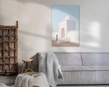 Weißes Gebäude in Marrakesch von Leonie Zaytoune