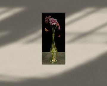 """Royal Gerbera Stillleben """"Gerbera in einer Glasflasche"""" von Sander Van Laar"""