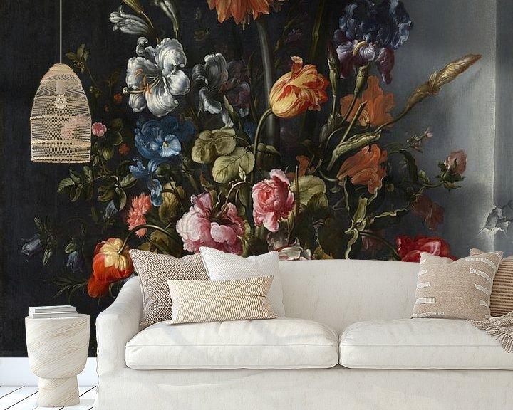 Beispiel fototapete: Blumenstillleben mit Kronen-Kaiserfalter in einer Steinnische, Jacob Vosmaer