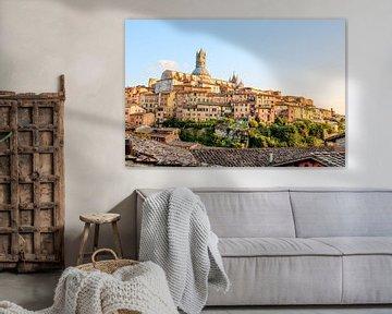 Skyline Siena im warmen Abendlicht von The Book of Wandering
