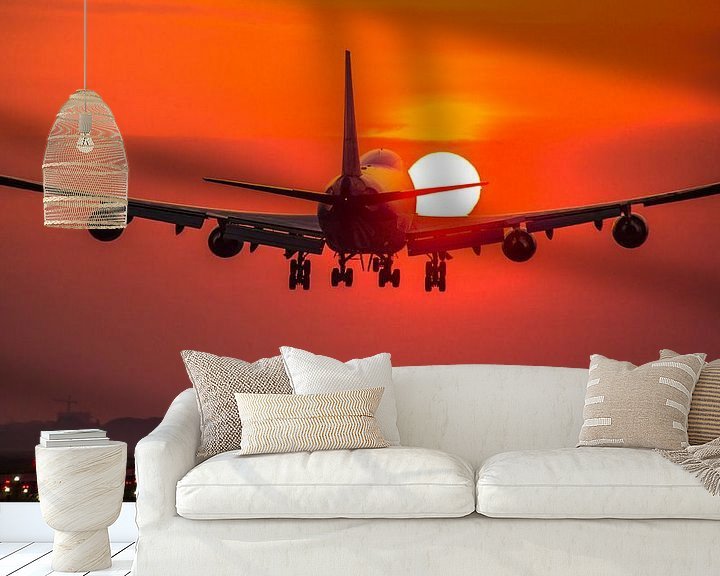 Sfeerimpressie behang: KLM Boeing 747 cargo landt bij zonsopkomst van Dennis Dieleman