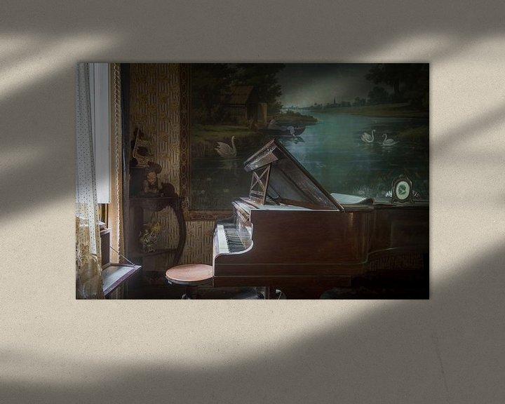 Beispiel: Klavier im Wohnzimmer voller Antiquitäten von Perry Wiertz