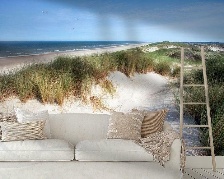 Sfeerimpressie behang: Meeuwen boven de zeeduin in Egmond aan Zee van Fotografie Egmond
