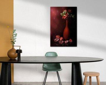 .Stilleven met rode vaas, rode rododendron en granaat appels . van Saskia Dingemans