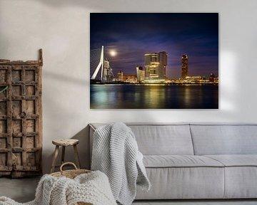 Blick auf den Wilhelminapier mit Erasmusbrücke in Rotterdam von Michael Moser