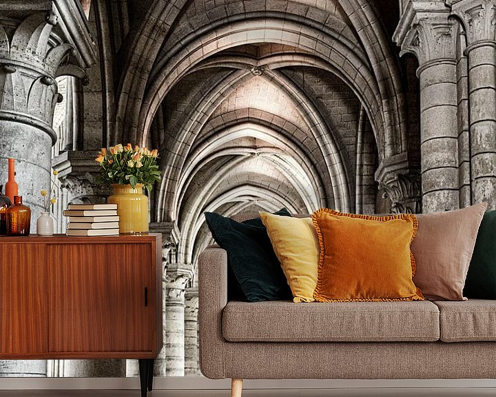 Sfeerimpressie behang: Doorkijk in de kathedraal van Laon van Ellen van Schravendijk