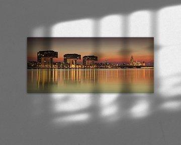 Keulse skyline bij zonsondergang