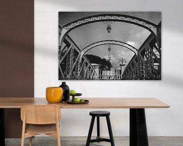 Anderson Bridge en Victoria Theatre in Singapore Zwart-wit van Keith Wilson Photography