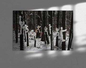 Ze maken sneeuwballen van ons, vlug de boom in !